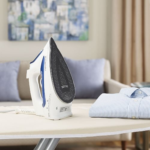 best steam iron 2018 top 5 and buyer s guide updated. Black Bedroom Furniture Sets. Home Design Ideas