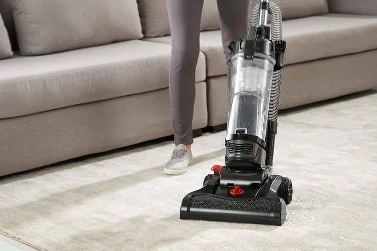 how a vacuum cleaner works